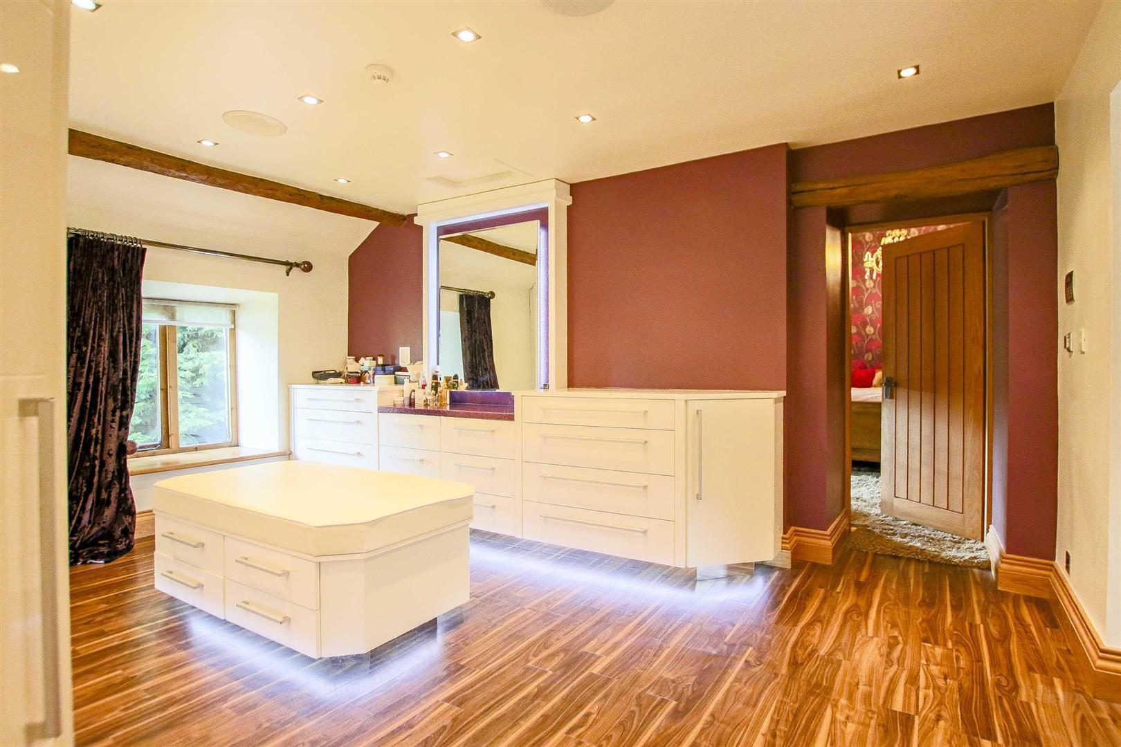 5 Bedroom Cottage For Sale - Image 56